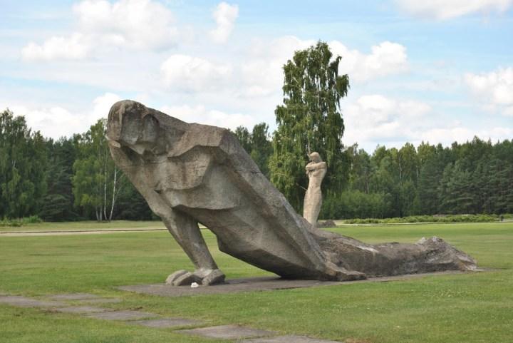 Salaspils statues 1