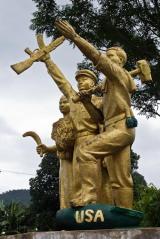 Vieng Xai Statue 2